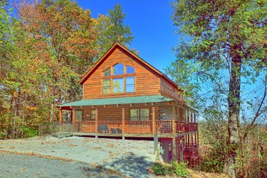 4 Bedroom Pigeon Forge Cabin with Theater Room and Hot Tub, Close to Parkway