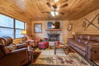 Rocky Top Lodge, 6 Bedrooms, Pool Access, Hot Tub, Mountain View, Sleeps 14