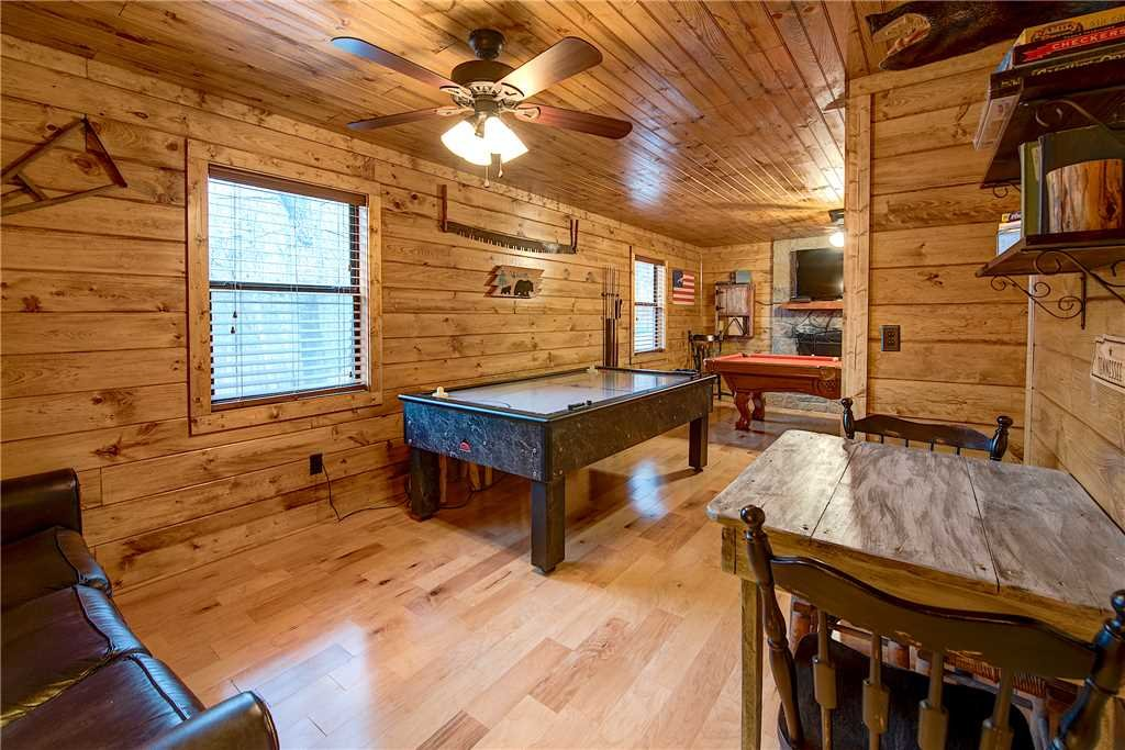 Photo of a Gatlinburg Cabin named Rocky Top Lodge - This is the eighth photo in the set.