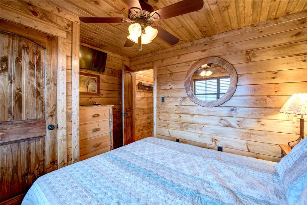 Photo of a Gatlinburg Cabin named Rocky Top Lodge - This is the eighteenth photo in the set.