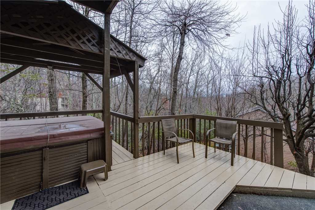 Photo of a Gatlinburg Cabin named Rocky Top Lodge - This is the twenty-fourth photo in the set.