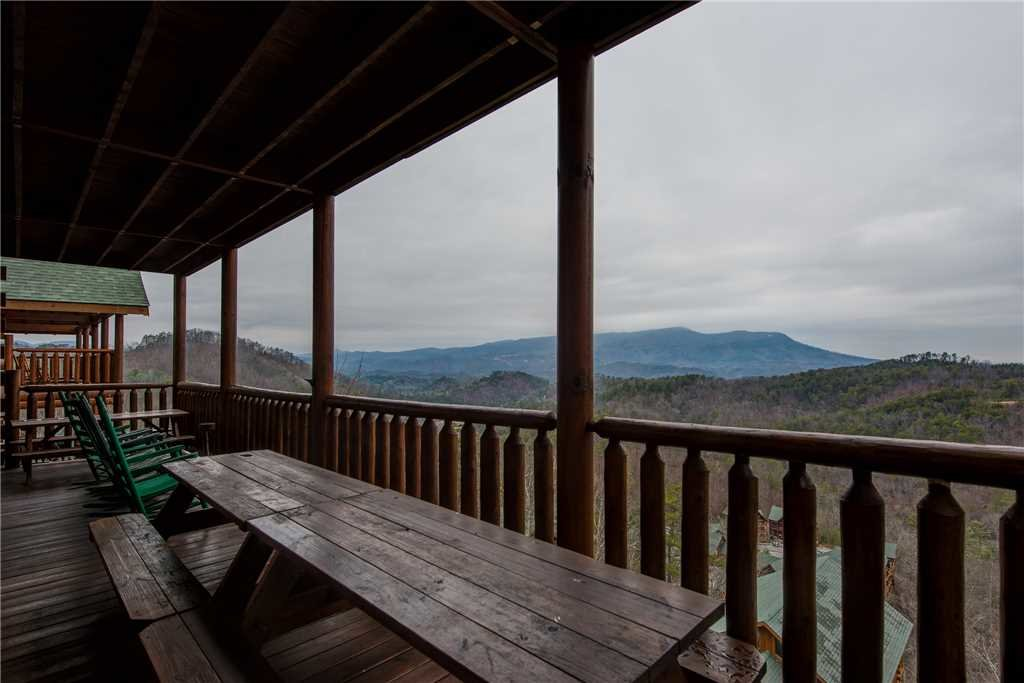 Photo of a Pigeon Forge Cabin named Having A Blast - This is the third photo in the set.