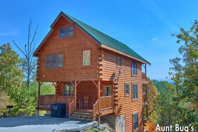 3 Bedroom Smoky Mountain Cabin Rental with Mountain Views, Game Room, Hot Tub
