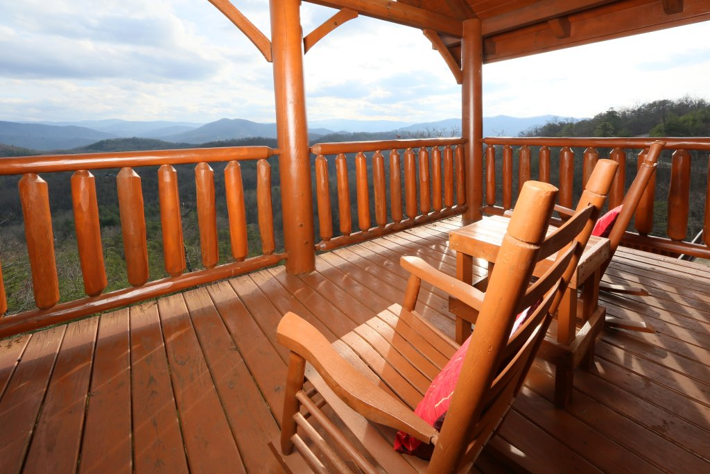 Photo of a Pigeon Forge Cabin named Wavyleaf Retreat - This is the fourth photo in the set.