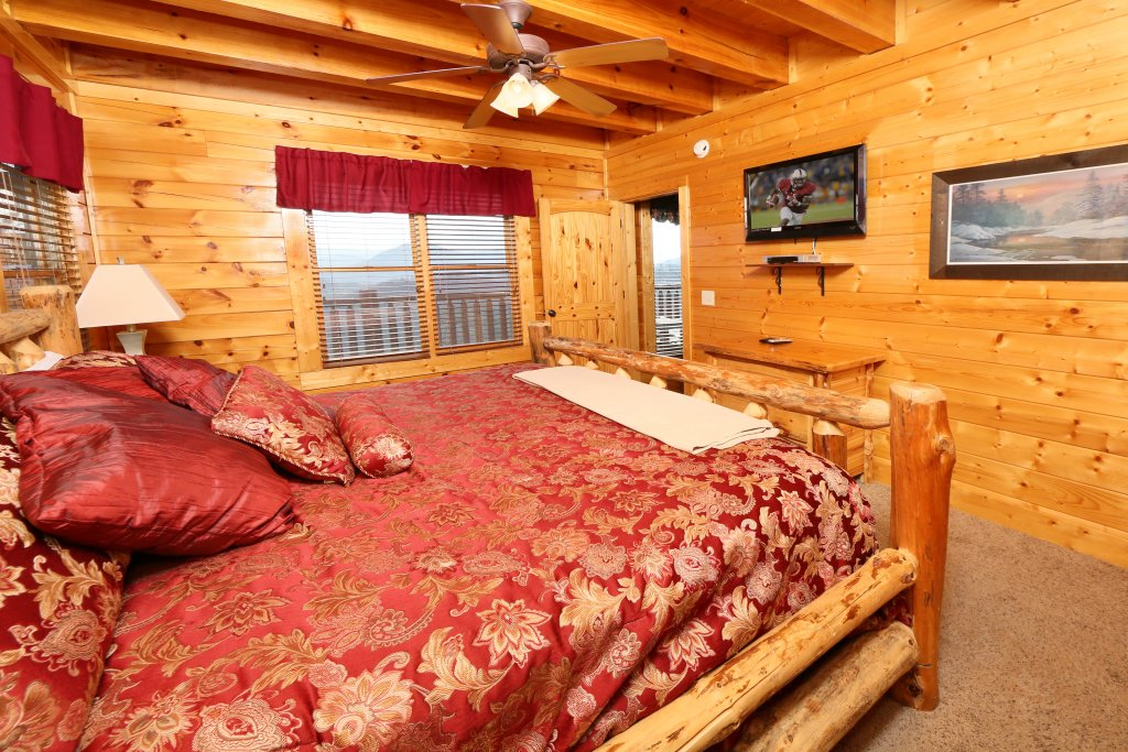 Photo of a Pigeon Forge Cabin named Wavyleaf Retreat - This is the twenty-second photo in the set.