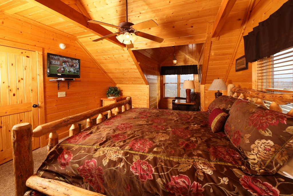 Photo of a Pigeon Forge Cabin named Wavyleaf Retreat - This is the eighteenth photo in the set.