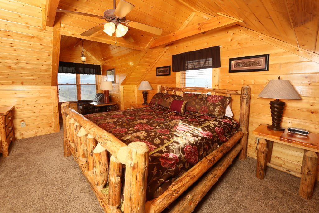 Photo of a Pigeon Forge Cabin named Wavyleaf Retreat - This is the nineteenth photo in the set.