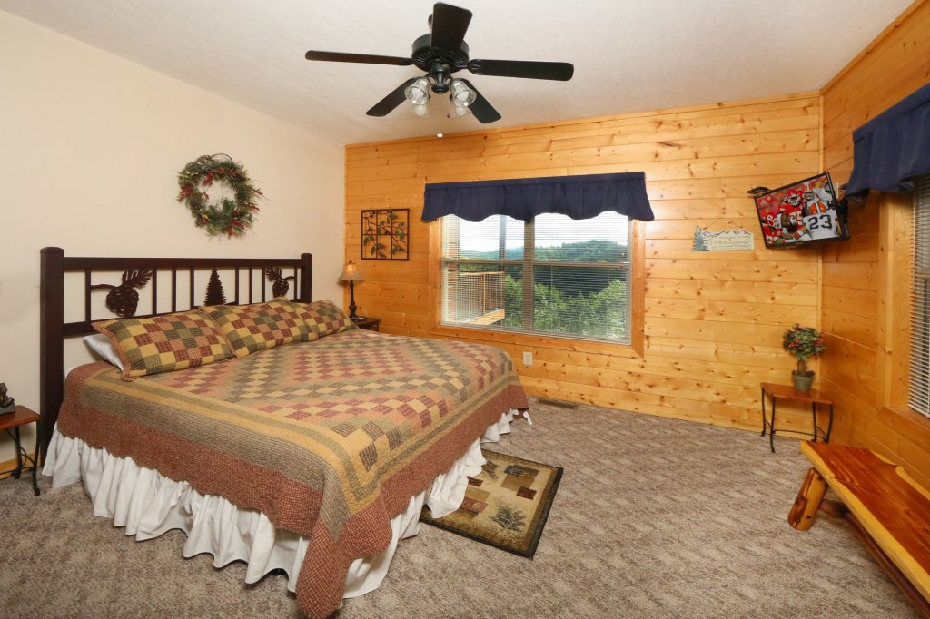 Photo of a Pigeon Forge Cabin named Mountain Shadow Lodge - This is the twenty-fourth photo in the set.
