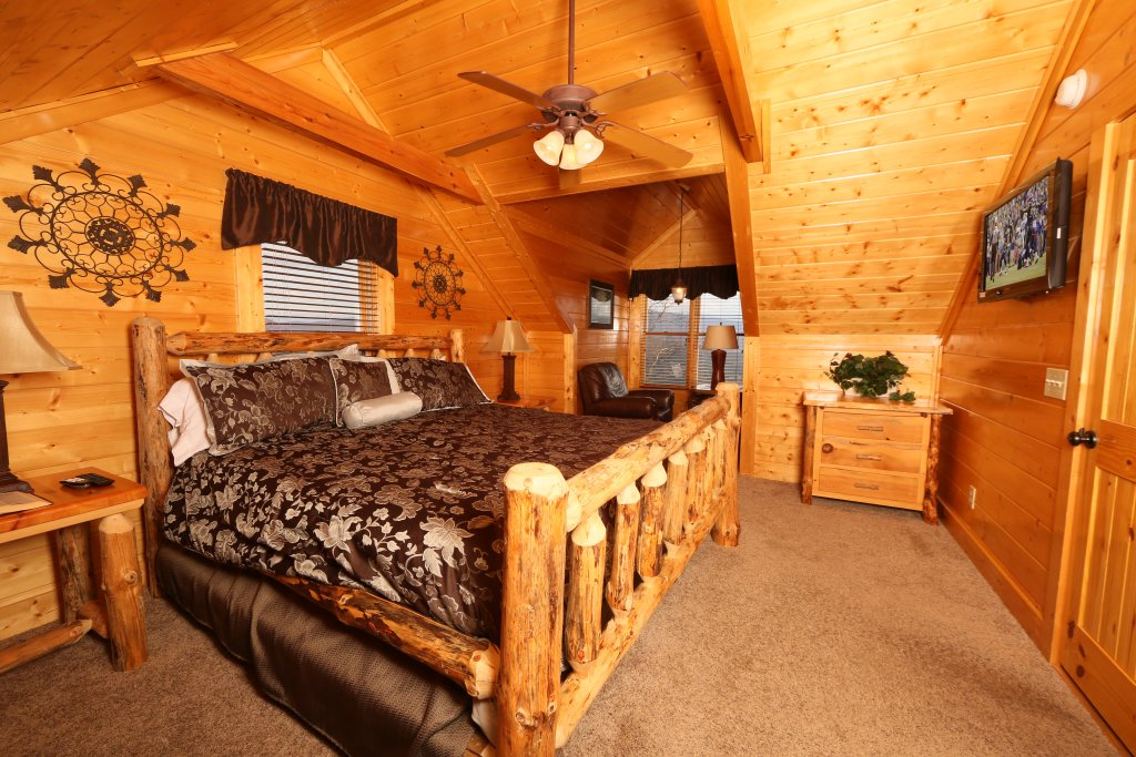 Photo of a Pigeon Forge Cabin named Wavyleaf Retreat - This is the seventeenth photo in the set.