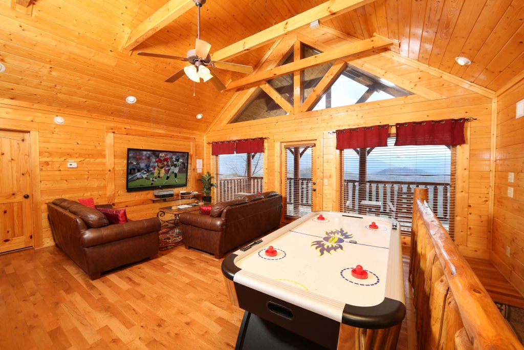 Photo of a Pigeon Forge Cabin named Wavyleaf Retreat - This is the twenty-fifth photo in the set.