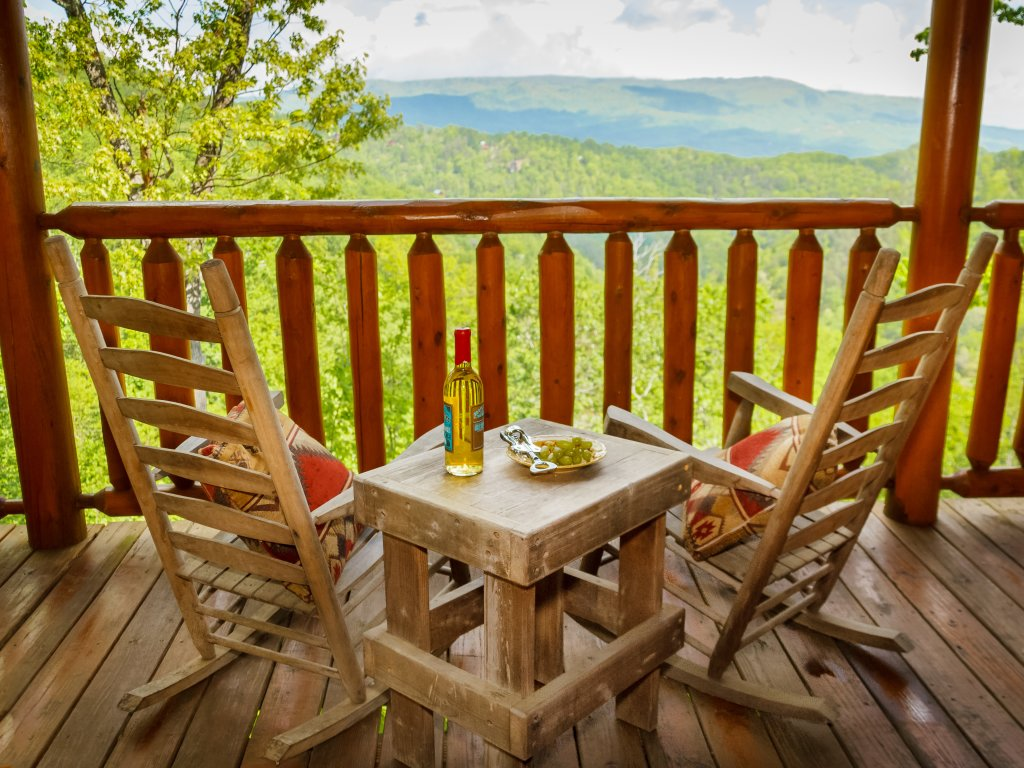 Photo of a Pigeon Forge Cabin named Dream On High - This is the first photo in the set.