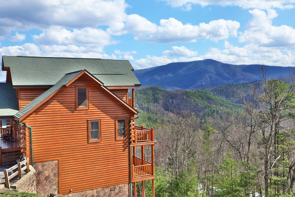 Photo of a Pigeon Forge Cabin named Ridgetop Theatre Lodge - This is the ninth photo in the set.