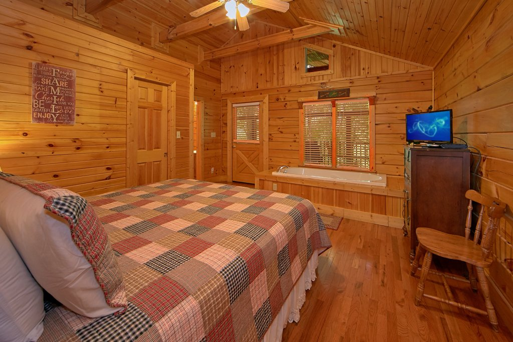Photo of a Gatlinburg Cabin named Suite Harmony #243 - This is the seventeenth photo in the set.