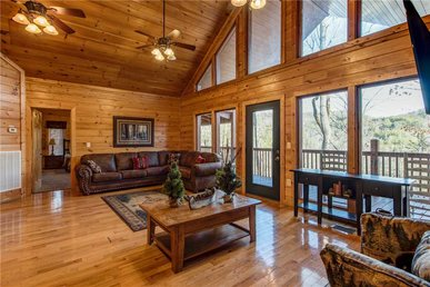 Hickory Hollow Lodge, 8 Bedrooms, Pool Table, Theater Room, Wifi, Sleeps 24