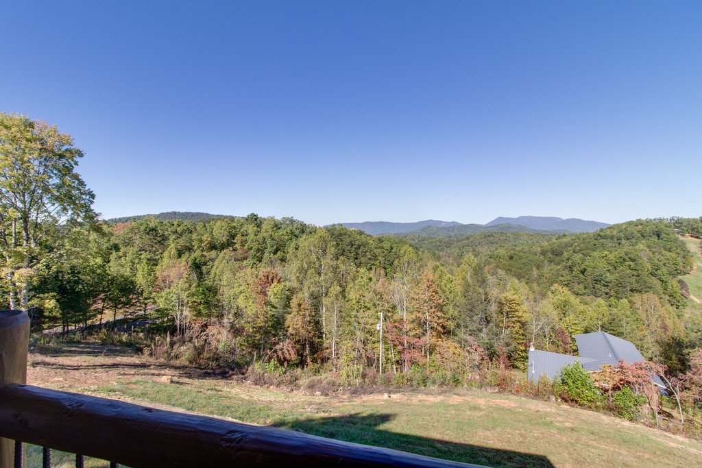 Photo of a Gatlinburg Cabin named Serenity Sanctuary - This is the second photo in the set.