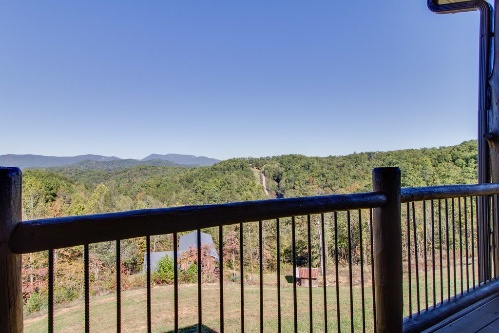 Photo of a Gatlinburg Cabin named Serenity Sanctuary - This is the first photo in the set.