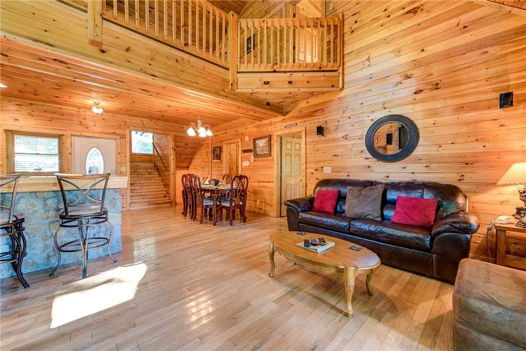 Photo of a Pigeon Forge Cabin named Splashing Sunrise - This is the fifth photo in the set.