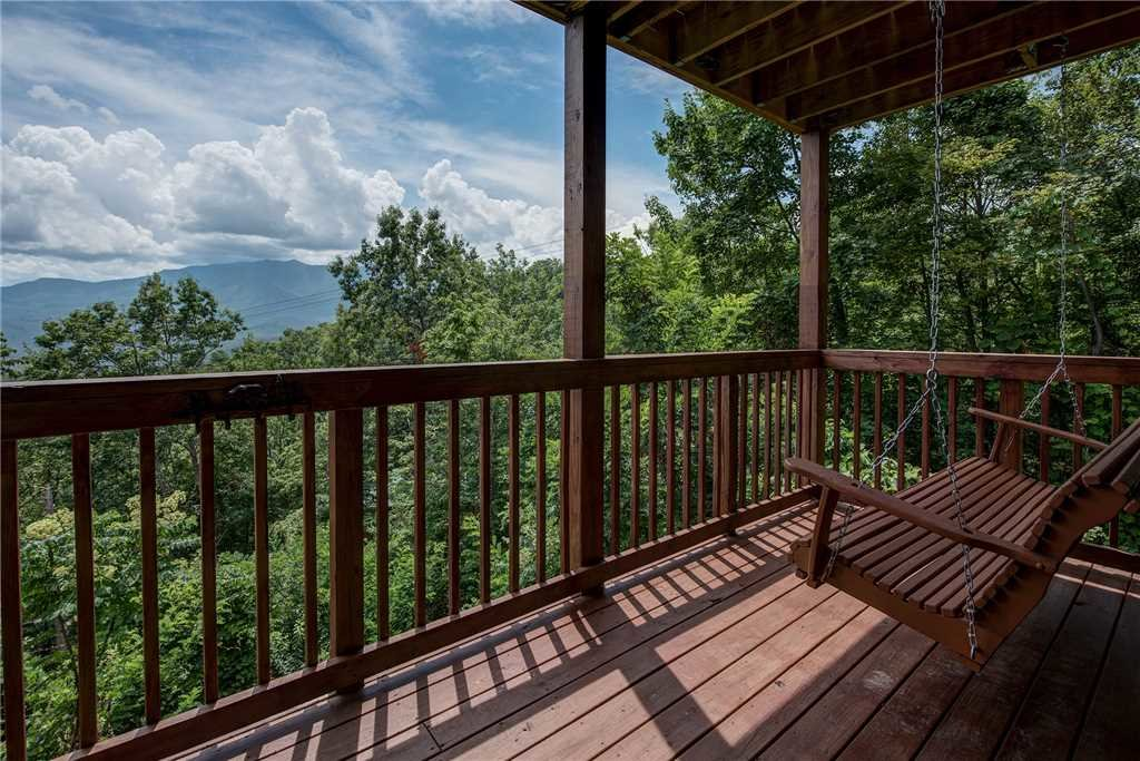Photo of a Gatlinburg Cabin named Smoky Mountain View - This is the twenty-first photo in the set.