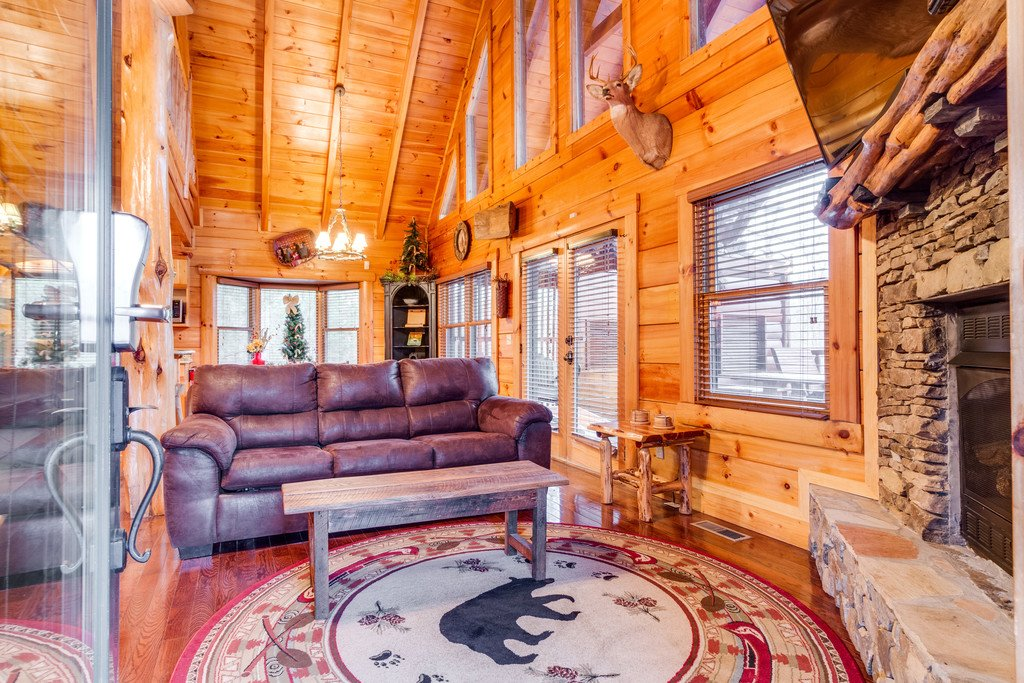 Photo of a Pigeon Forge Cabin named Bear Tracks - This is the second photo in the set.