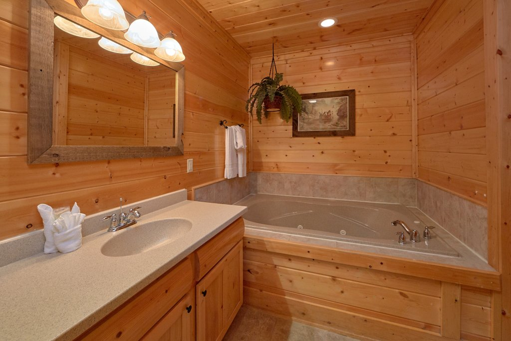 Photo of a Pigeon Forge Cabin named Legacy Vista - This is the thirteenth photo in the set.