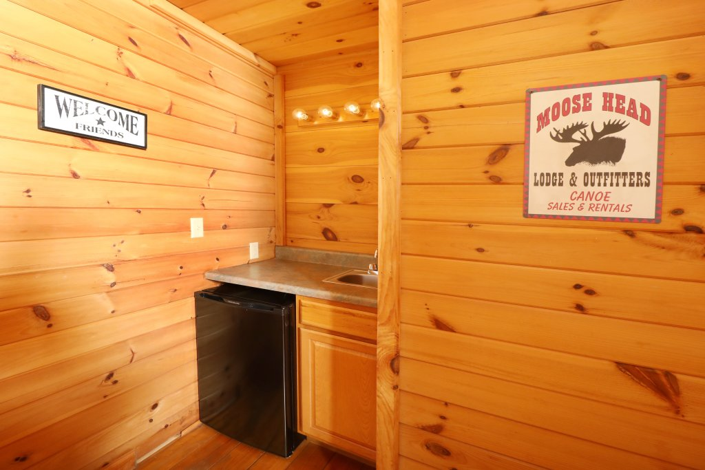 Photo of a Pigeon Forge Cabin named Above The Falls #144 - This is the eighteenth photo in the set.