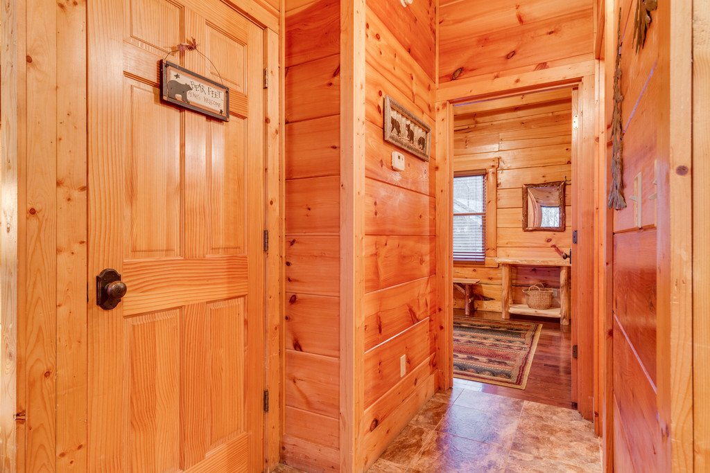 Photo of a Pigeon Forge Cabin named Bear Tracks - This is the twenty-second photo in the set.