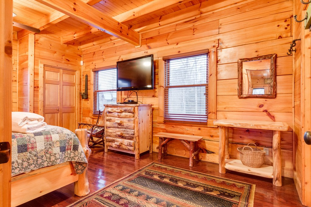 Photo of a Pigeon Forge Cabin named Bear Tracks - This is the twenty-fifth photo in the set.