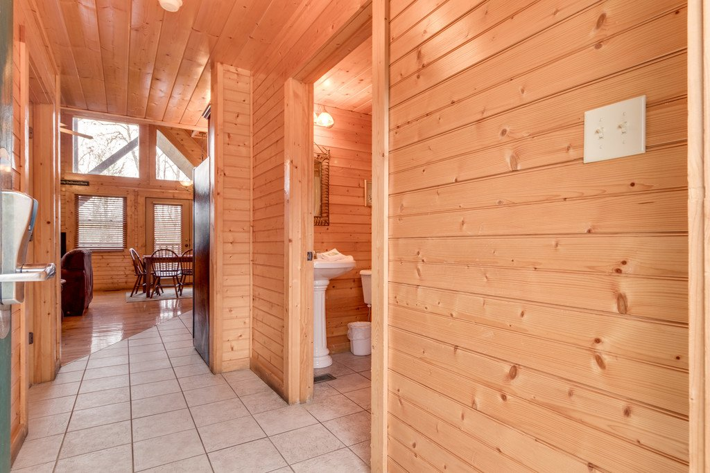 Photo of a Gatlinburg Cabin named Star Gazer At Hemlock Hills - This is the fourteenth photo in the set.
