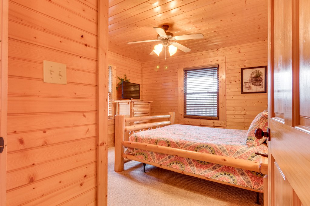 Photo of a Gatlinburg Cabin named Star Gazer At Hemlock Hills - This is the sixteenth photo in the set.