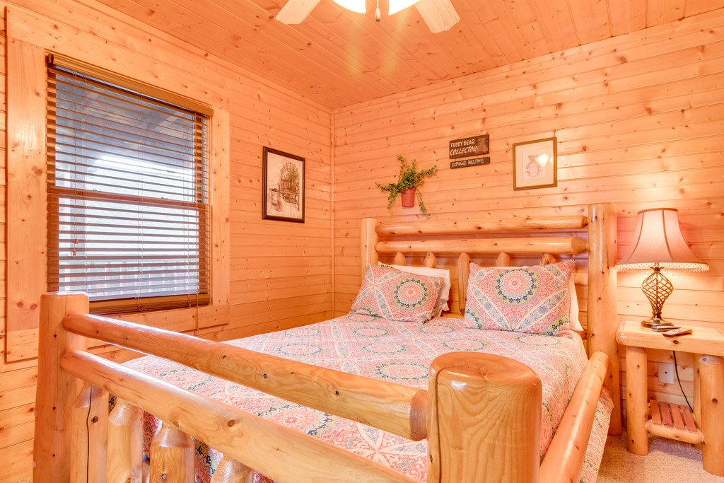 Photo of a Gatlinburg Cabin named Star Gazer At Hemlock Hills - This is the seventeenth photo in the set.