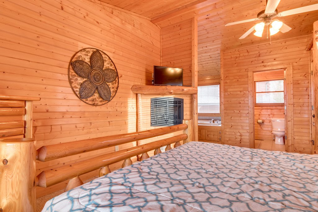 Photo of a Gatlinburg Cabin named Star Gazer At Hemlock Hills - This is the twenty-second photo in the set.