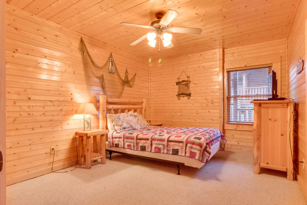 Photo of a Gatlinburg Cabin named Star Gazer At Hemlock Hills - This is the thirty-eighth photo in the set.