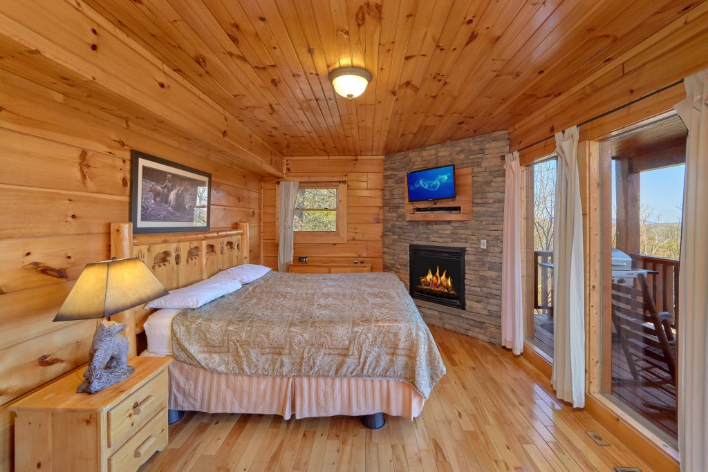 Photo of a Gatlinburg Cabin named Smoky Mountain Serenity - This is the forty-first photo in the set.