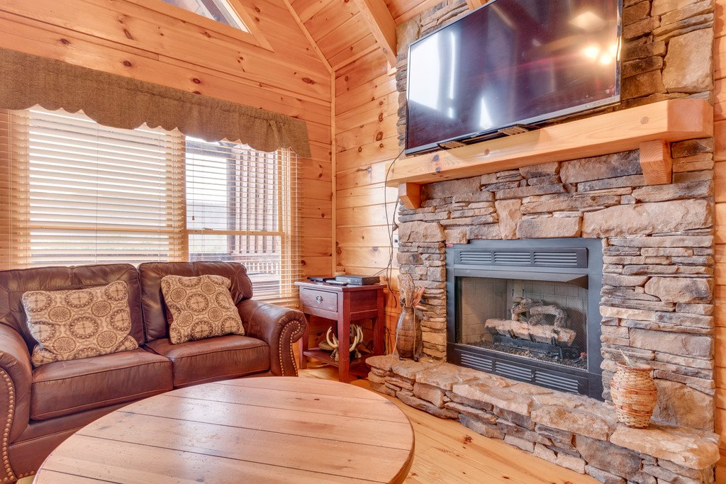 Photo of a Pigeon Forge Cabin named Lap Of Luxury - This is the second photo in the set.