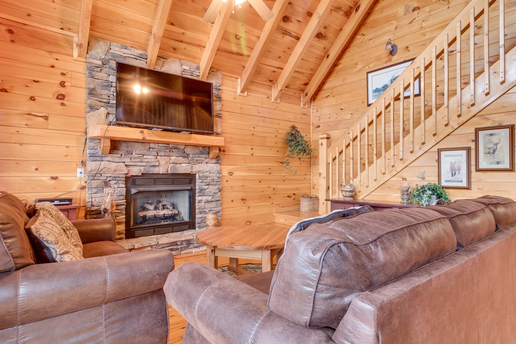 Photo of a Pigeon Forge Cabin named Lap Of Luxury - This is the third photo in the set.