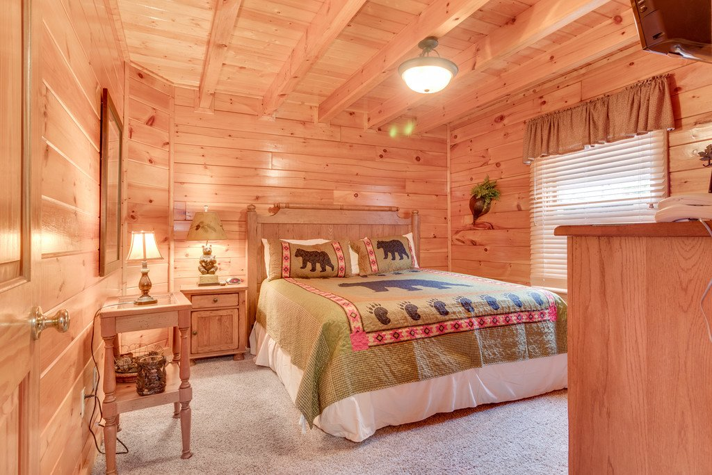 Photo of a Pigeon Forge Cabin named Lap Of Luxury - This is the twelfth photo in the set.
