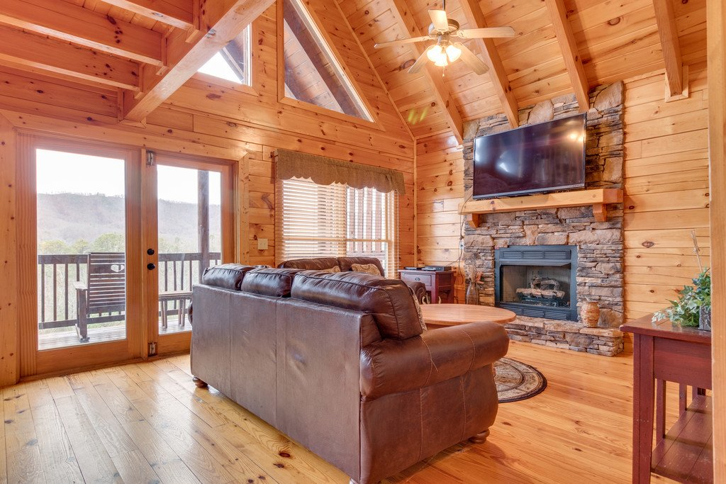 Photo of a Pigeon Forge Cabin named Lap Of Luxury - This is the fourth photo in the set.