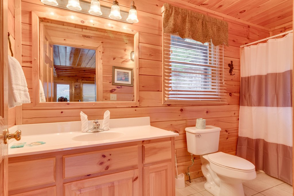 Photo of a Pigeon Forge Cabin named Lap Of Luxury - This is the fourteenth photo in the set.