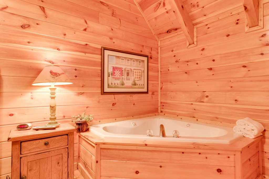 Photo of a Pigeon Forge Cabin named Lap Of Luxury - This is the twenty-first photo in the set.