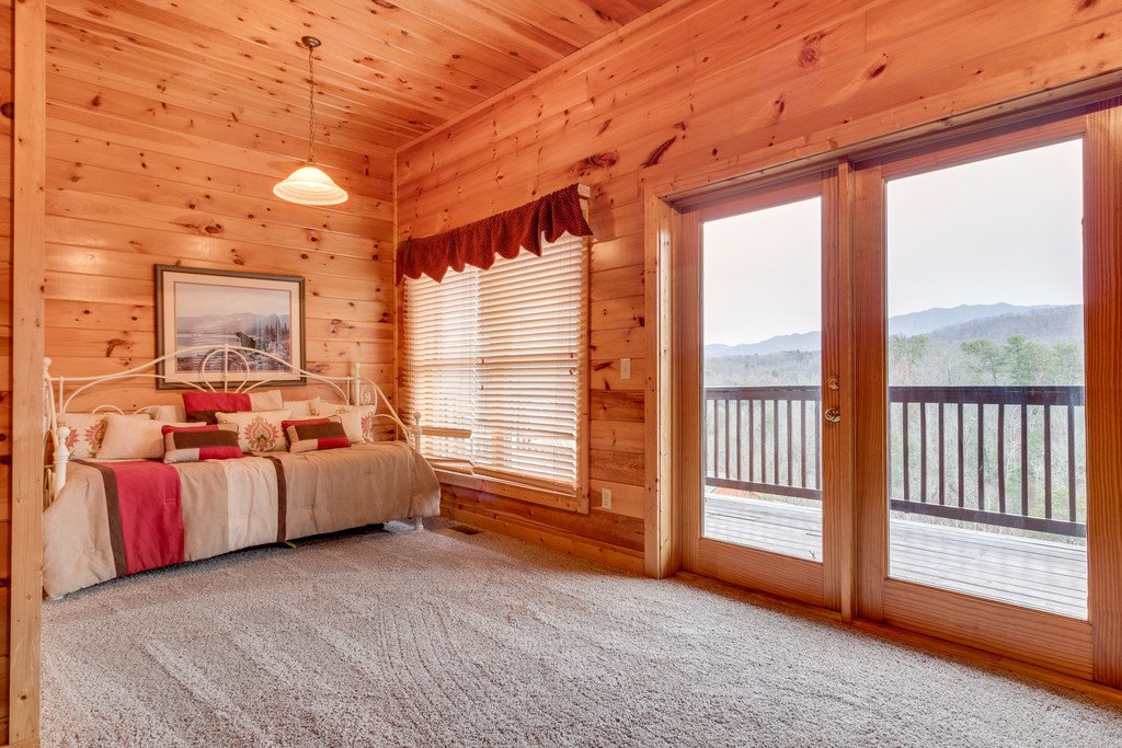 Photo of a Pigeon Forge Cabin named Lap Of Luxury - This is the twenty-fifth photo in the set.