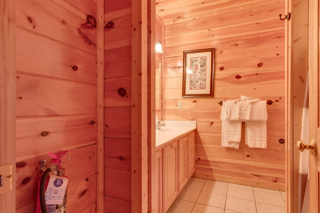 Photo of a Pigeon Forge Cabin named Lap Of Luxury - This is the thirty-second photo in the set.