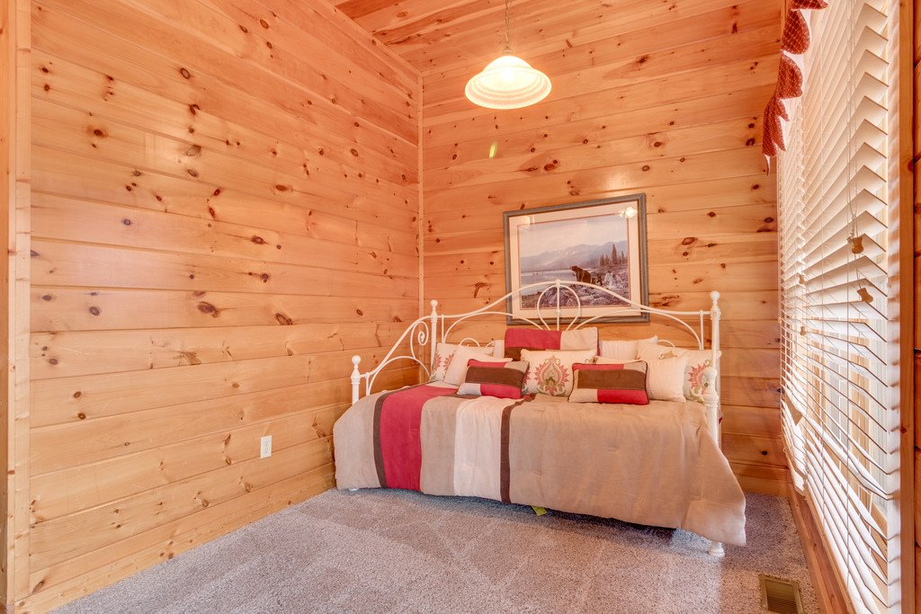 Photo of a Pigeon Forge Cabin named Lap Of Luxury - This is the twenty-sixth photo in the set.