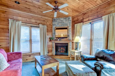 Gatlinburg Majesty, 4 Bedrooms, Game Room, Hot Tub, Pool Access, Sleeps 14