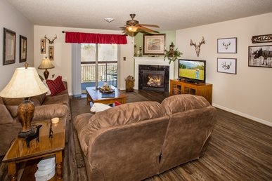 Riverside In Downtown Pigeon Forge, Completely Renovated In 2018!