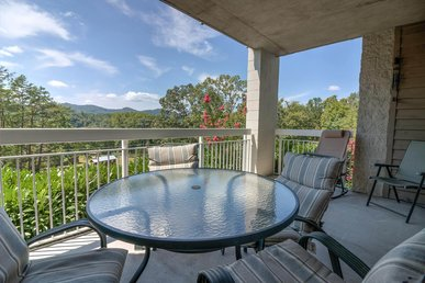 Affordable Condo-2pools-lazy River- Free Dinner & Pigeon Forge Show Tickets!
