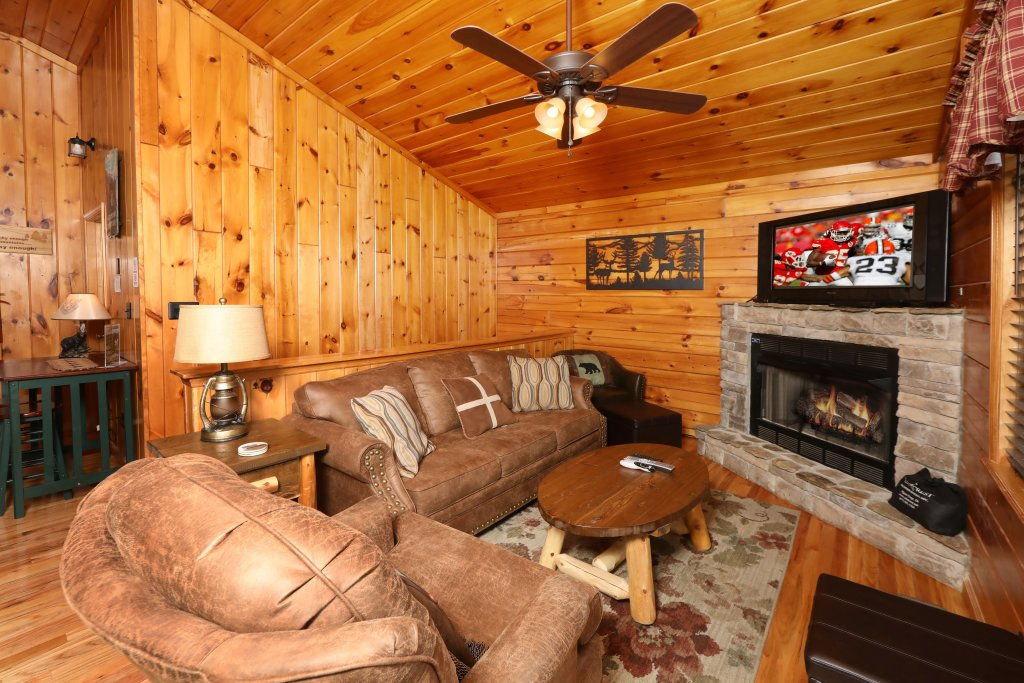 Photo of a Pigeon Forge Cabin named Just Hanging Out - This is the fifteenth photo in the set.