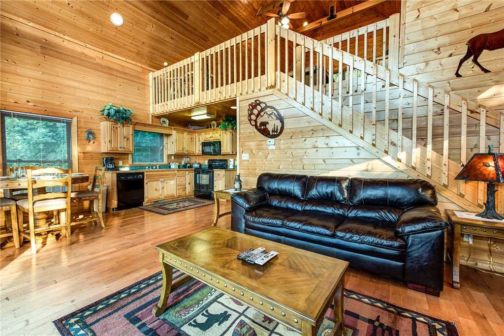 Photo of a Pigeon Forge Cabin named Bear Bluffs - This is the first photo in the set.