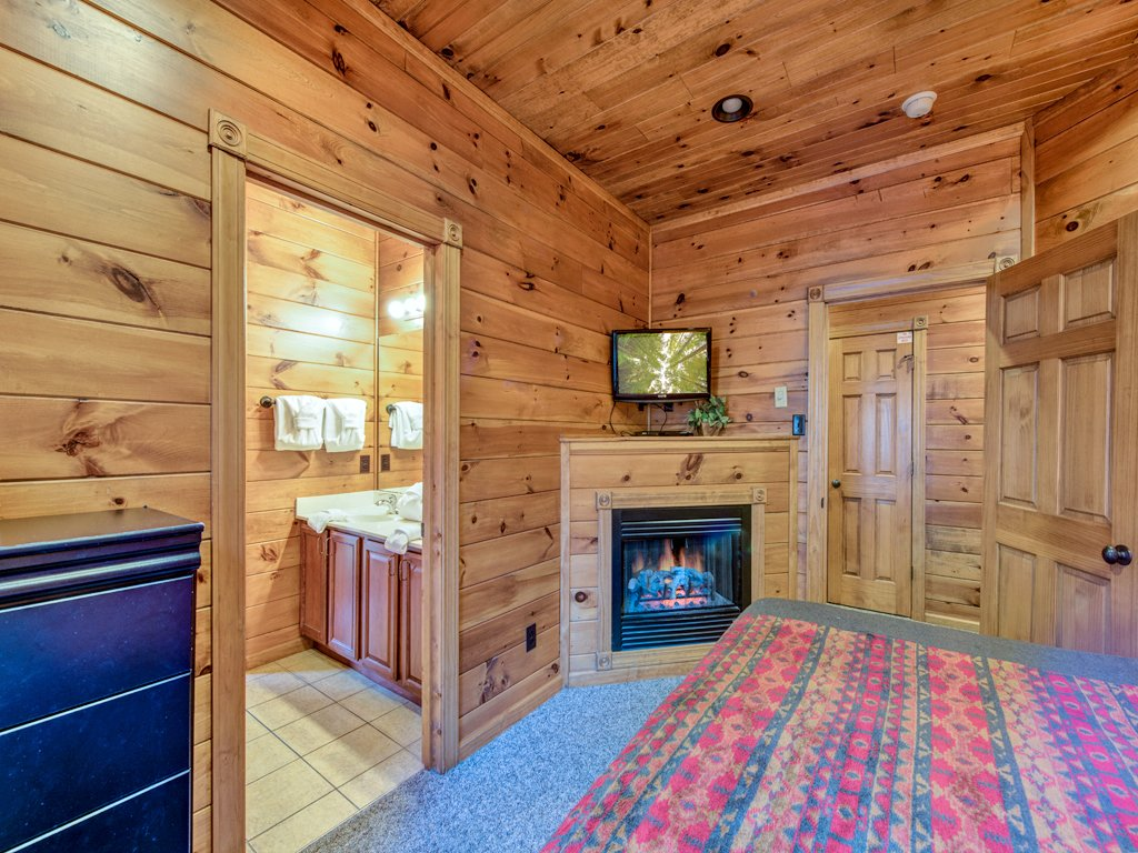 Photo of a Gatlinburg Cabin named Gatlinburg Majesty - This is the thirty-second photo in the set.
