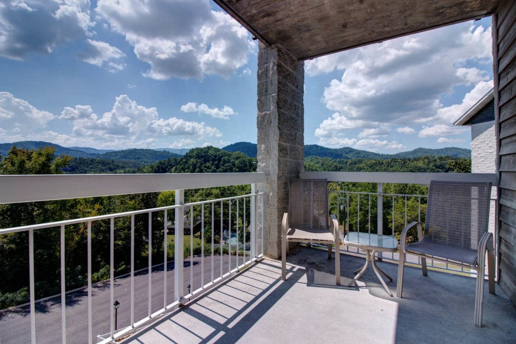 Photo of a Pigeon Forge Condo named Whispering Pines 431 - This is the second photo in the set.