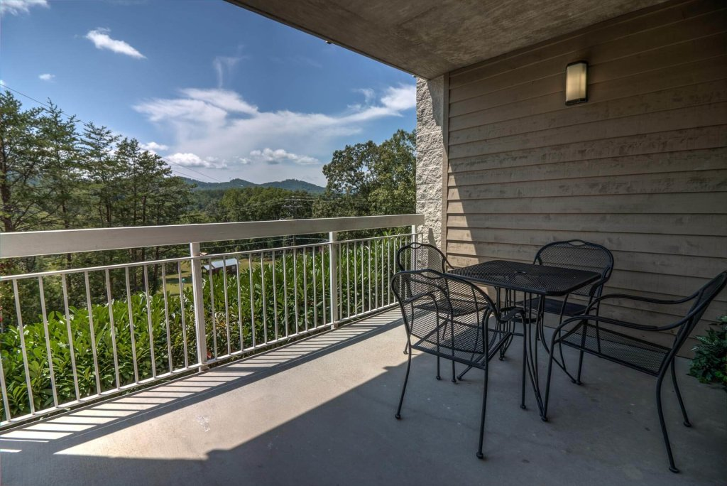 Photo of a Pigeon Forge Condo named Whispering Pines 612 - This is the second photo in the set.
